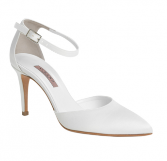 In questa foto scarpe da sposa pointy toe con tacco basso Albano