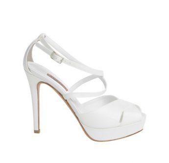 In questa foto un sandalo da sposa Albano