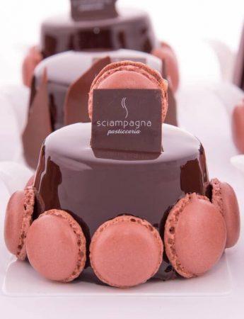 In questa foto la torta ai tre cioccolati di Sciampagna