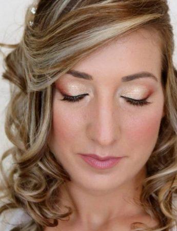 In questa foto una make up sposa nei toni del rosa