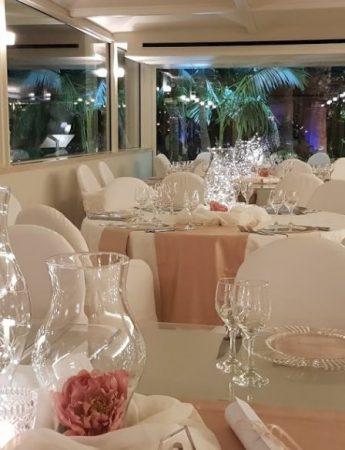 In questa foto la sala interna della villa per matrimoni Holiday Club ad Aci Castello
