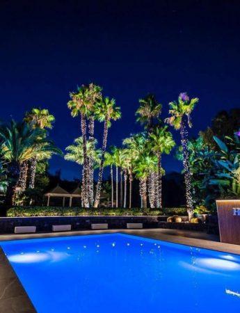 In questa foto il bordo piscina di Hosh Charming Events ad Acireale
