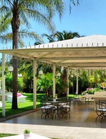 In questa foto il gazebo e il parco di Villa Athena a Viagrande
