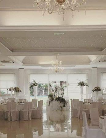 In questa foto il salone interno di Villa Athena a Viagrande