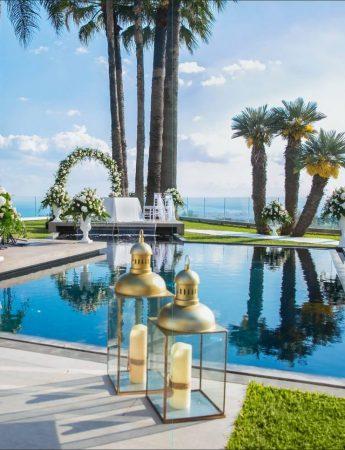 In questa foto la zona lounge a bordo piscina di Villa Ester a San Gregorio di Catania