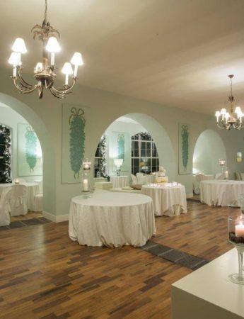 In questa foto il salone interno di Villa Fago a Santa Venerina