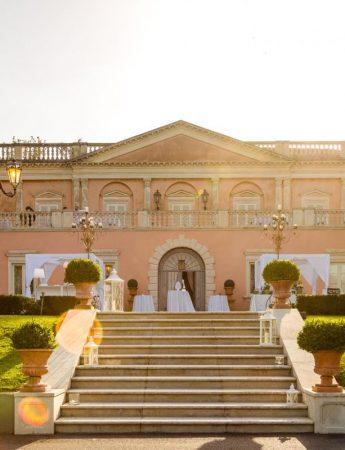 In questa foto gli esterni e la scalinata di Villa La Limonaia ad Acireale