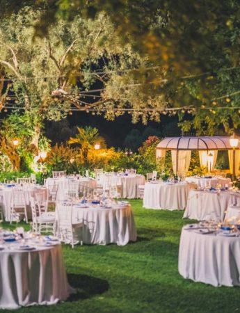 In questa foto un ricevimento di nozze serale a Villa Musmeci a Santa Tecla Acireale