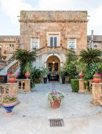 In questa foto scattata di giorno la facciata esterna di Villa Boscogrande a Palermo