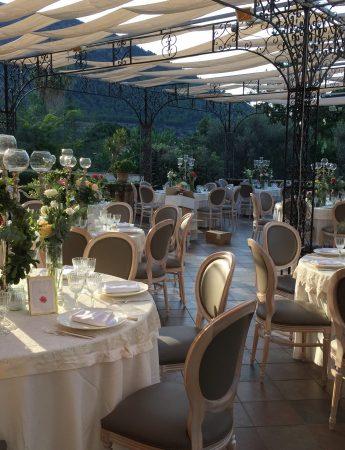 In questa foto l'allestimento di un ricevimento di nozze sulla terrazza esterna di Villa Boscogrande a Palermo ripresa nelle prime ore del pomeriggio