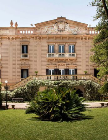 In questa foto la facciata esterna di Villa Tasca a Palermo