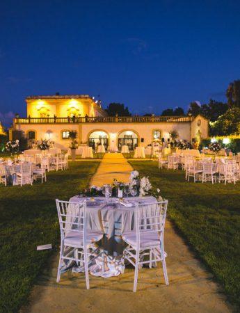 In questa foto un matrimonio serale a Villa Alliata Cardillo a Palermo