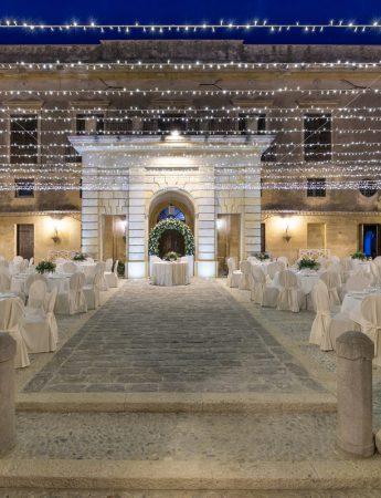 In questa foto lo spazio esterno di Villa Dominici a Carini