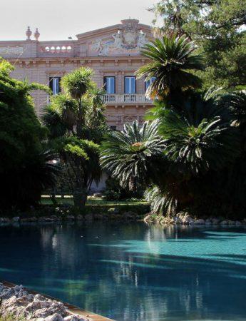 In questa foto il laghetto e il giardino di Villa Tasca a Palermo