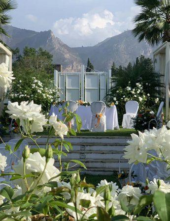 In questa foto l'allestimento per una cerimonia a Villa Zuccarello a Palermo