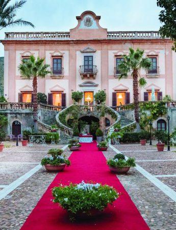 In questa foto l'ingresso e il prospetto principale di Villa de Cordova a Palermo