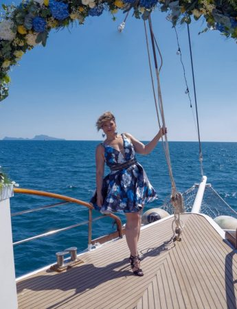 La wedding planner Mariapia Speranzini in un matrimonio organizzato in barca